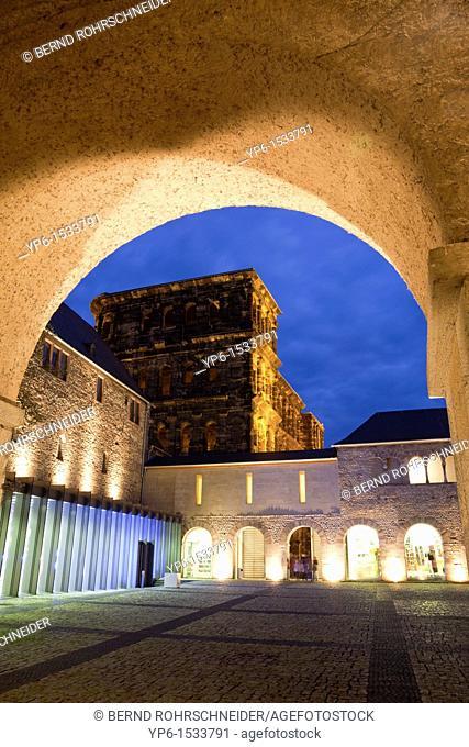 Brunnenhof with Porta Nigra, World Heritage Site, illuminated at night, Trier, Germany