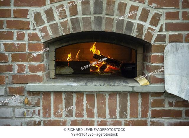 Bakers cook artisanal bread and pizza in a wood-fired oven in Brooklyn in New York on Sunday, August 19, 2018. (© Richard B. Levine)
