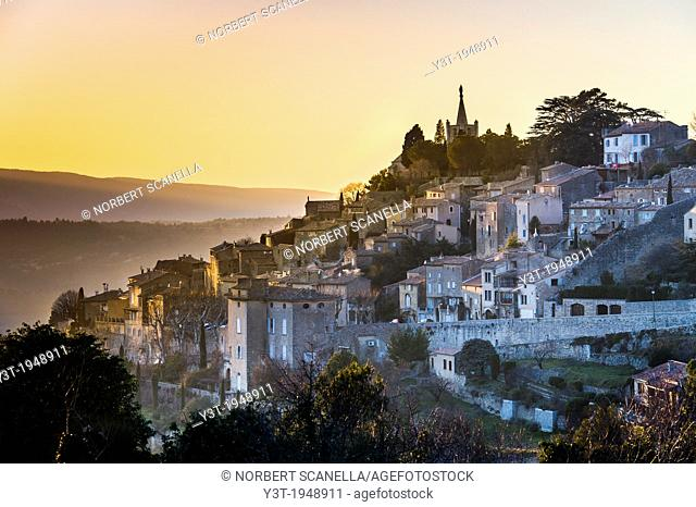 Europe, France, Vaucluse, Luberon. The perched village of Bonnieux at dusk