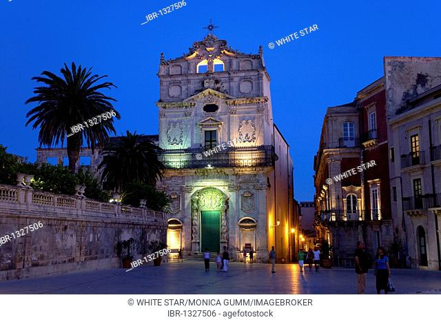 Chiesa di Santa Lucia alla Badia church on the Piazza Duomo square, cathedral on Ortigia island, the old town of Syracuse, Sicily, Italy, Europe