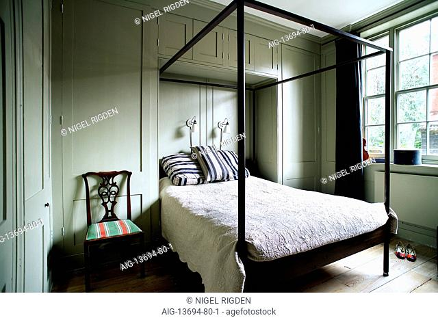 Master bedroom, fourposter bed built into the panelled wall