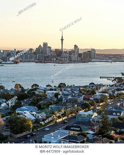 Waitemata Harbour, Sky Tower, skyline with skyscrapers, evening mood, Central Business District, Auckland Region, North Island, New Zealand