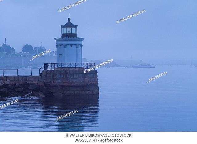 USA, Maine, South Portland, Bug Light, lighthouse, dusk