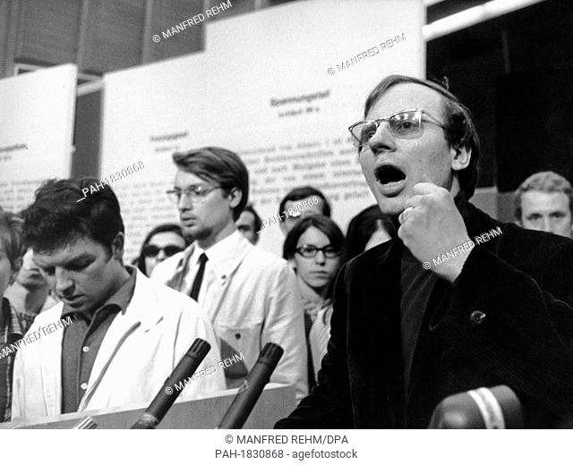 Speaker of the Socialist Student Union (SDS), Hans-Jürgen Krahl (r), at the lectern. On 28 May 1968, in the Grand Broadcasting Hall of the Hessischer Rundfunk...