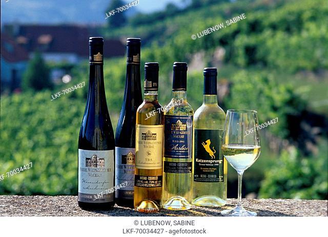 Weinsortiment, Flaschen, Freie Weingaertner Wachau Duernstein, Wachau, Oesterreich