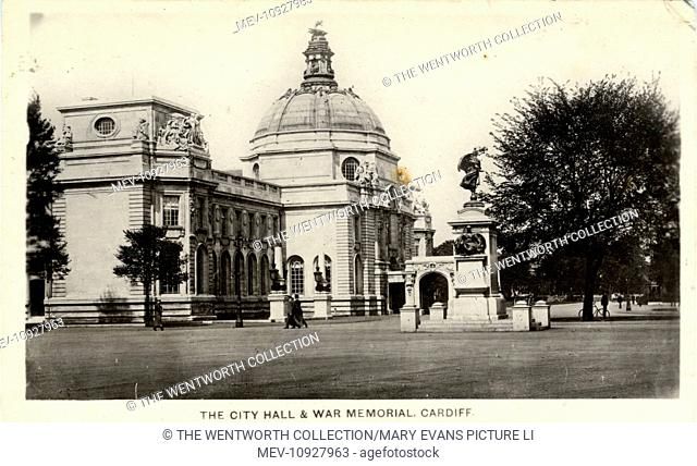 The City Hall, Cardiff, Glamorgan, Wales. Showing the war memorial