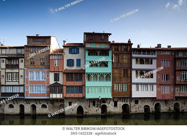France, Midi-Pyrenees Region, Tarn Department, Castres, Quai des Jacobins, midieval houses on the Agout River