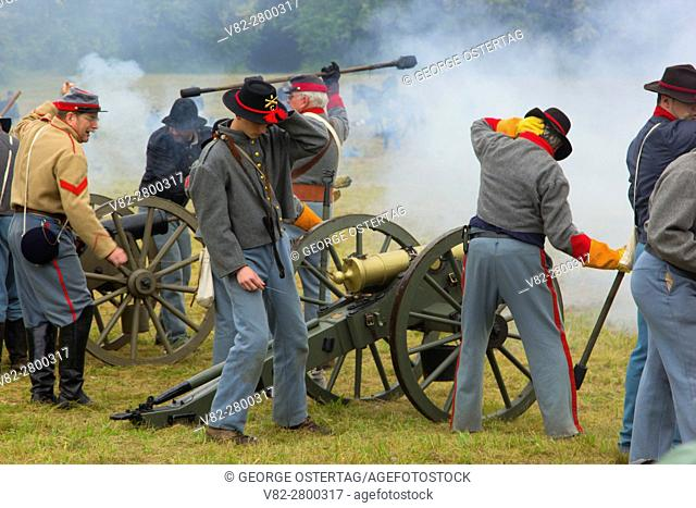 Confederate cannon battery during battle re-enactment, Civil War Reenactment, Willamette Mission State Park, Oregon
