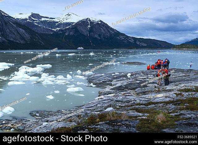 Touristic exploration, Darwin Mountain Range, Beagle Channel, Tierra del Fuego Archipelago, Magallanes and Chilean Antarctica Region, Chile, South America