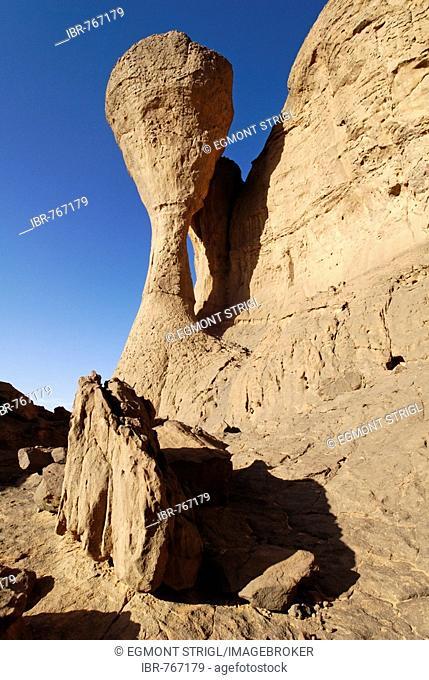 Eroded rock formations in the Sahara Desert, El Ghessour, Tassili du Hoggar, Wilaya Tamanrasset, Algeria, Sahara, North Africa