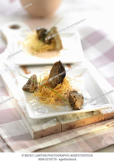 nido de setas y salsa de foie. / Mushroom nest and foie sauce