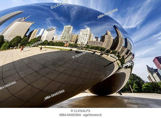 The Cloud Gate is a monument made entirely of stainless steel polished to a mirror and it reflect on its surface the skyscrapers that surround it