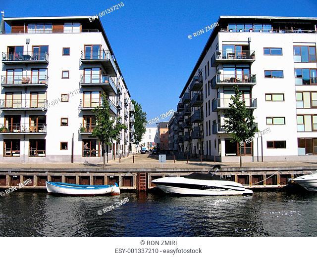 Copenhagen houses in front of the canals