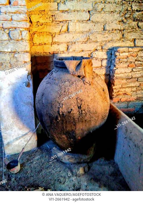 Old jar, Escurial, Cáceres, Spain