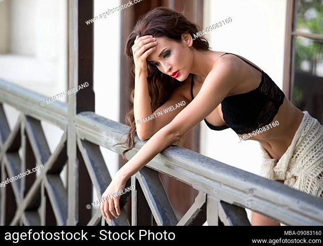 Woman, 20-30 years, standing, balcony