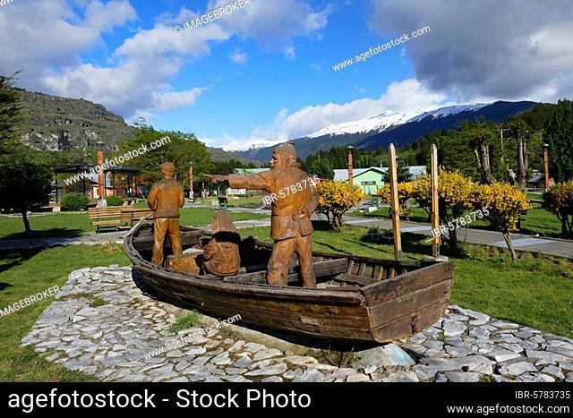 Puerto Río Tranquilo, Main Square, Wooden sculpture representing fishermen, Carretera Austral, Aysen Region, Patagonia