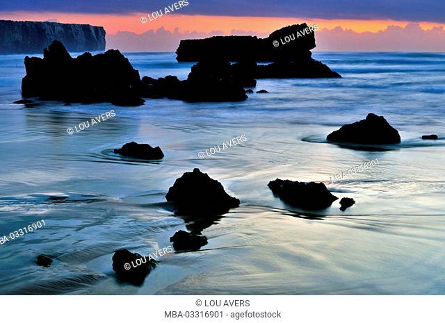 Portugal, Algarve, evening mood on the rock beach Praia do Tonel in Sagres