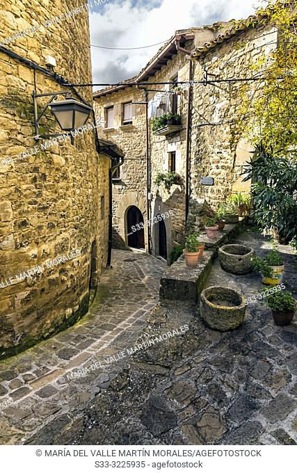 Medieval street at Sos del Rey Católico. Zaragoza. Aragon. Spain. Europe