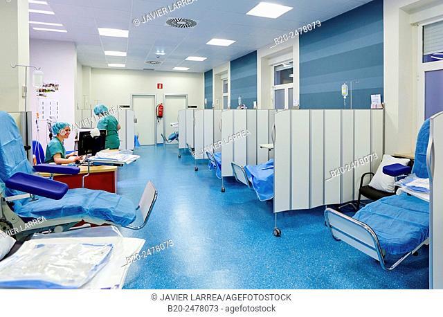 Female doctors in surgery preparation room, Ambulatory Surgery, Hospital Donostia, San Sebastian, Basque Country, Spain