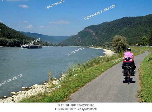 Donauradweg bei Aggsbach-Dorf