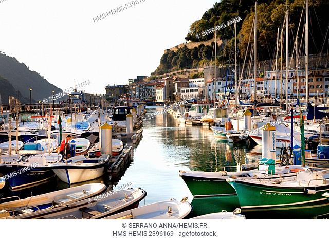 Spain, Basque Country, Guipuzcoa province (Guipuzkoa), San Sebastian (Donostia), European capital of culture 2016, Old Harbour