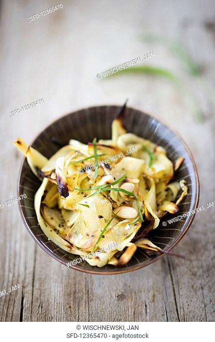 Oven-roasted parsnips with almonds (vegan)
