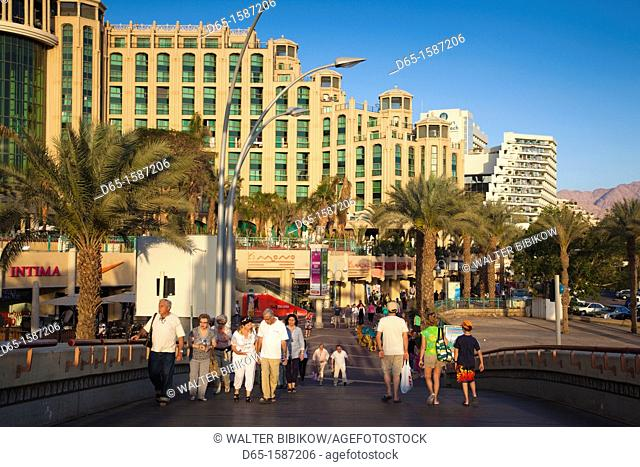 Israel, The Negev, Eilat, Red Sea beachfront with pedestrians, NR