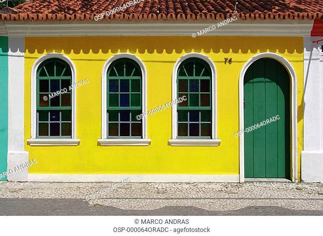 a yellow house facade color at bahia