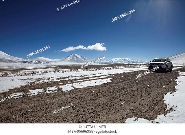 Chile, national park Nevado Tres Cruzes, Ojos del Salado, car, Offroad
