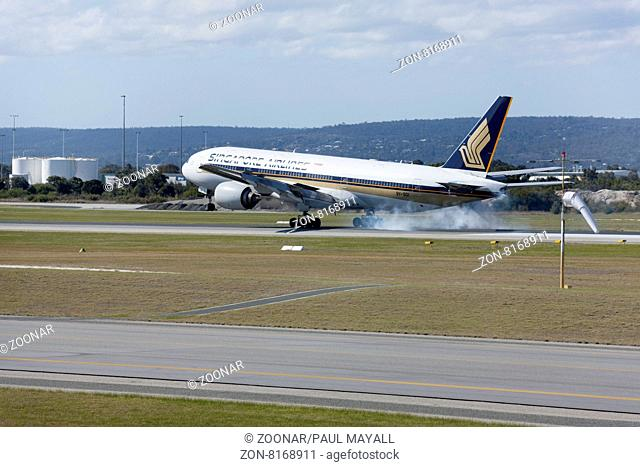 Singapore Airlines Boeing 777-212 landing, Perth Airport, Western Australia