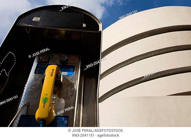 Guggenheim Museum by architect Frank Lloyd Wright, Fifth Avenue, Manhattan, New York City, New York, USA