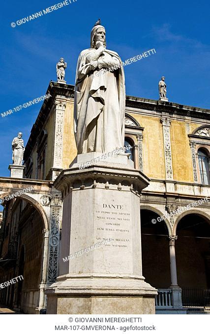 Dante statue, Piazza dei Signori, Signori square town, Verona, Veneto, Italy