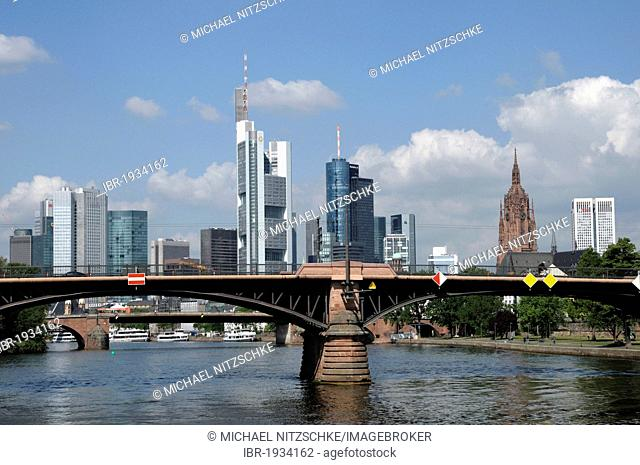 Skyline, Saint Bartholomeus's Cathedral on the right, Main river, Frankfurt am Main, Hesse, Germany, Europe