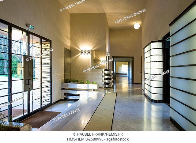 France, Nord, Croix, Villa Cavrois by architect Robert Mallet-Stevens, listed as historical monuments, entrance
