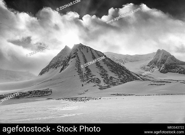 Landschaft im Schneetreiben, Unna Reaiddavaggi, Norrbotten, Lappland, Schweden, Maerz 2017