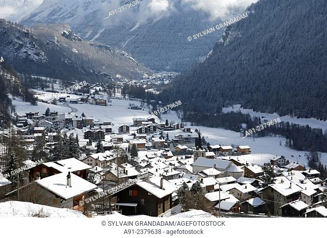 Switzerland, Valais, Val d'Herens, village of Evolene, overview on the village and valley, Veisivi mountain at back