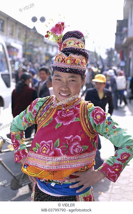 China, province Yunnan, Dali, Bai-Frau, Folklore clothing, headgear,  Half portrait Asia, Eastern Asia, national minority, people group, people trunk, bay trunk