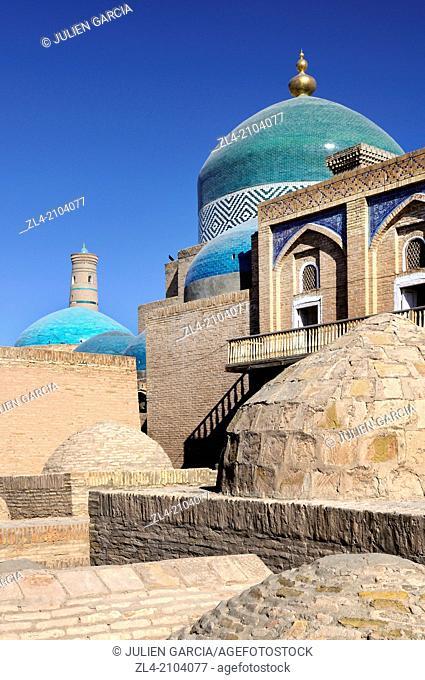 Turquoise domes of the Pakhlavan Mahmud mausoleum, Juma minaret in the background. Uzbekistan, Khorezm, Khiva, Itchan Kala (inner town)