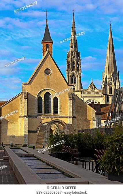 seen from sainte-foy boulevard maurice-viollette in chartres from