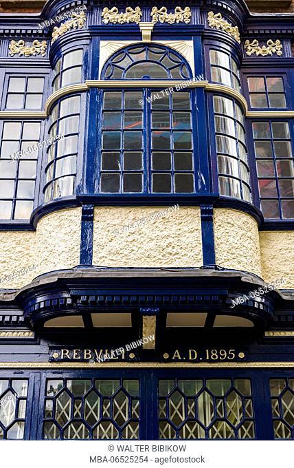 Ireland, Dublin, Temple Bar area, pub exterior