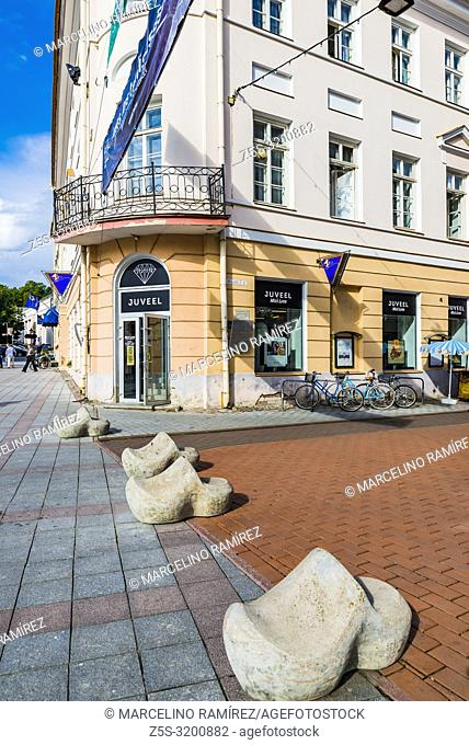 Tartu Street with its bollards. Instead of using boring posts to stop cars, Tartu uses a variety of concrete models to do the job