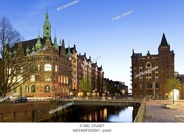 Germany, Hamburg, Hafenrathaus at Hollaendischbrookfleet in Speicherstadt
