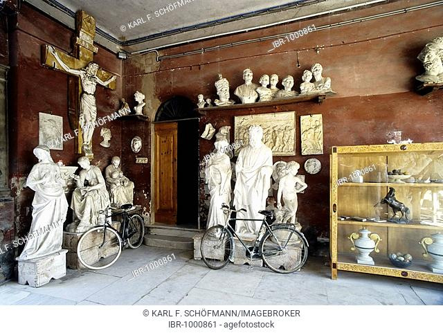 Figures carved from Cararra marble and plaster models, showroom of a sculptor workshop in an old Palazzo, Pietrasanta, Versilia, Tuscany, Italy, Europe