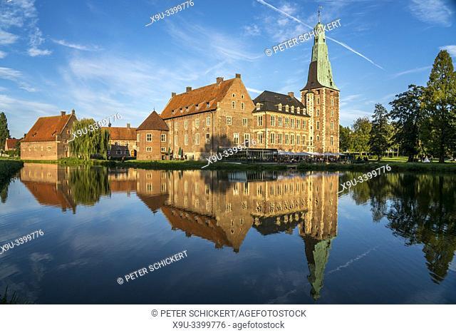 Schloss Raesfeld in Raesfeld, Kreis Borken, Münsterland, Nordrhein-Westfalen, Deutschland | water castle Schloss Raesfeld in Raesfeld, Borken district