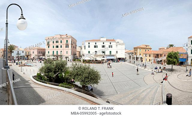 Italy, Sardinia, Santa Teresa di Gallura, the Piazza Vittorio Emanuele