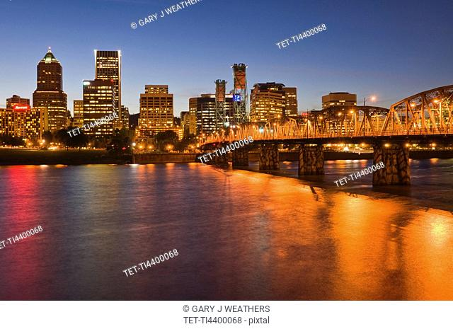 USA, Oregon, Portland skyline at night