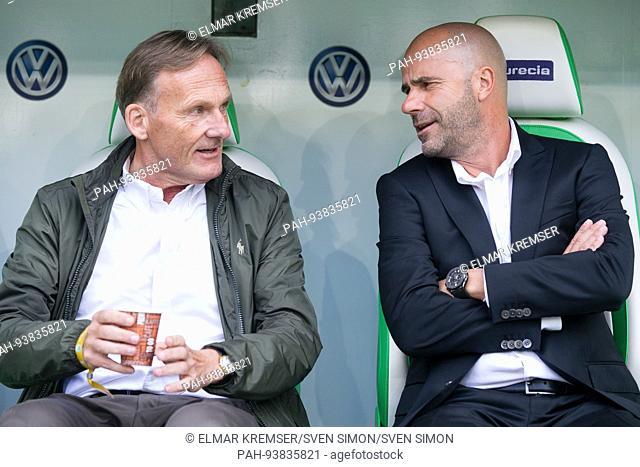 Hans-Joachim WATZKE (li., Vorsitzender Geschaeftsfuehrer DO) und Trainer Peter BOSZ (DO) unterhalten sich, Unterhaltung, reden, redend, Fussball 1