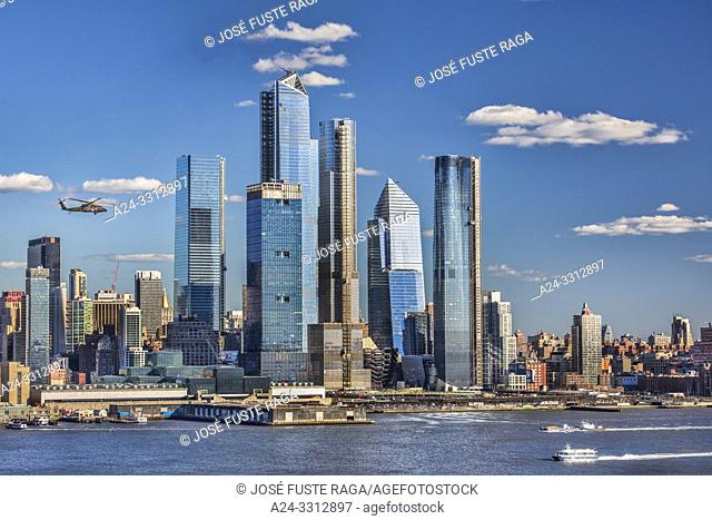 USA, New York City, Manhattan, Hudson Yrads Skyline