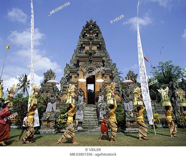 Indonesia, Bali, temples, festival Odalan,  Women, sacrifices,  Little one Sundainseln, island, temple installation, holiday, Temple holiday, Balinesinnen