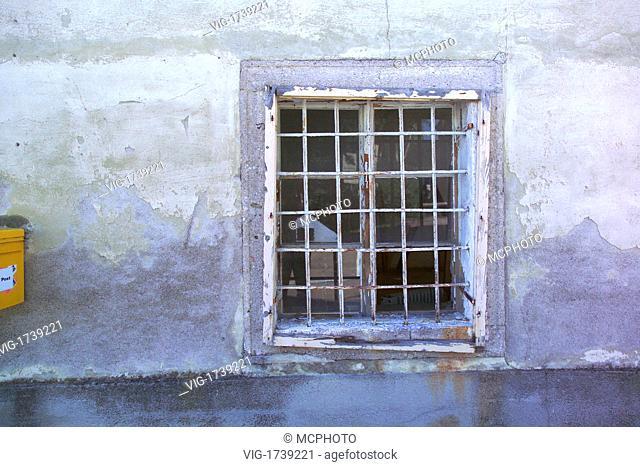 barred window - 01/01/2009